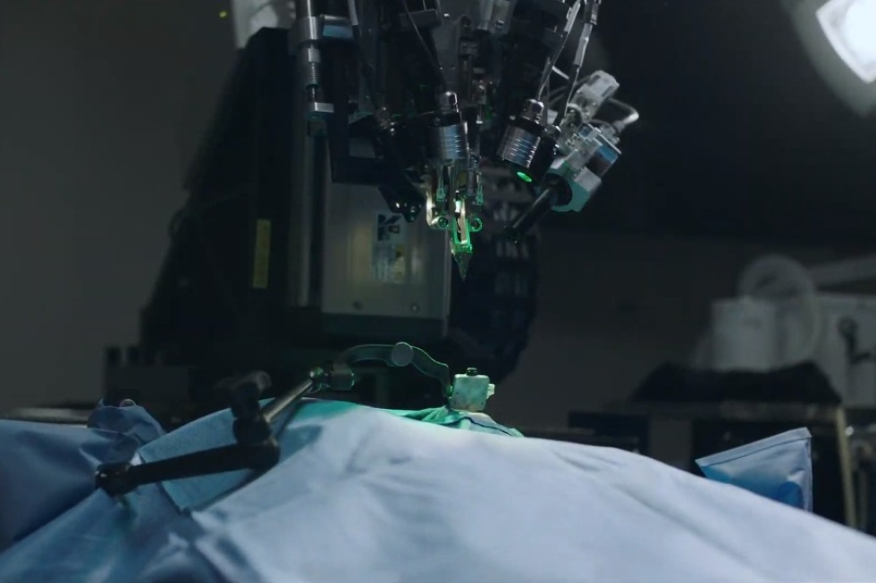 Implanting device in the skull with Surgical Robots